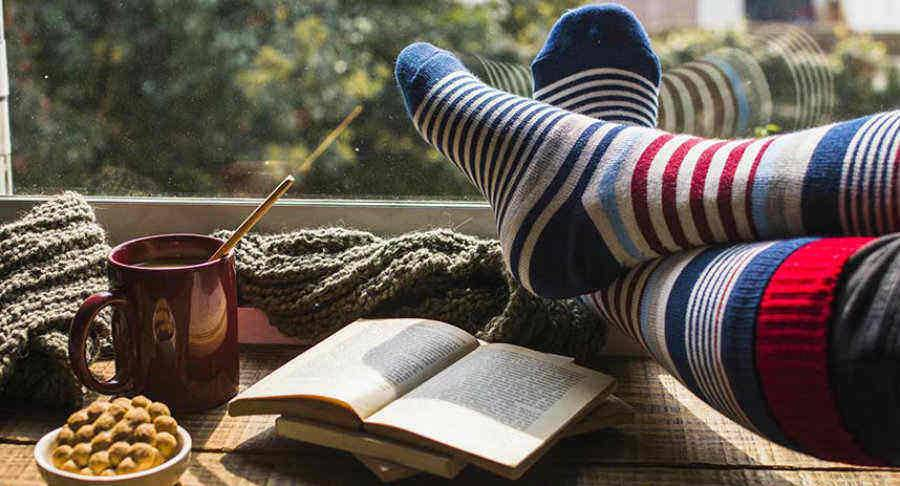 Keep Your Feet Warm: How to Buy Socks for Winter